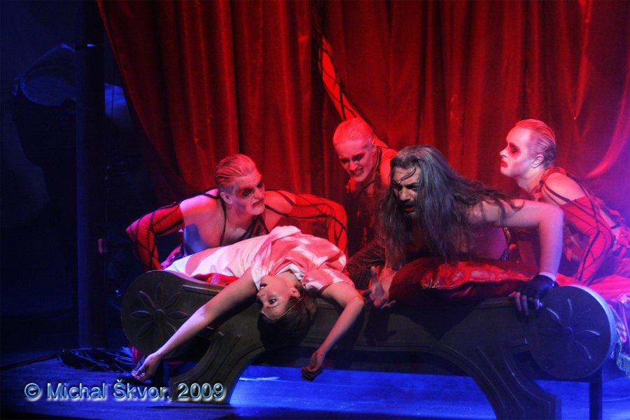 http://www.musicalnet.cz/images/Muzikaly/foto/Dracula/MS09C-007103.jpg