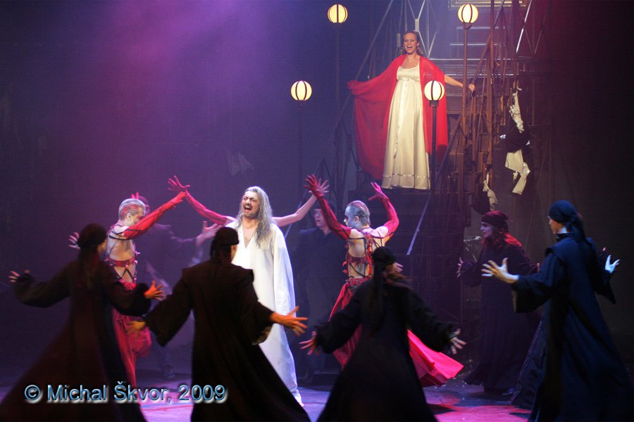 http://www.musicalnet.cz/images/Muzikaly/foto/Dracula/MS09C-007408.jpg