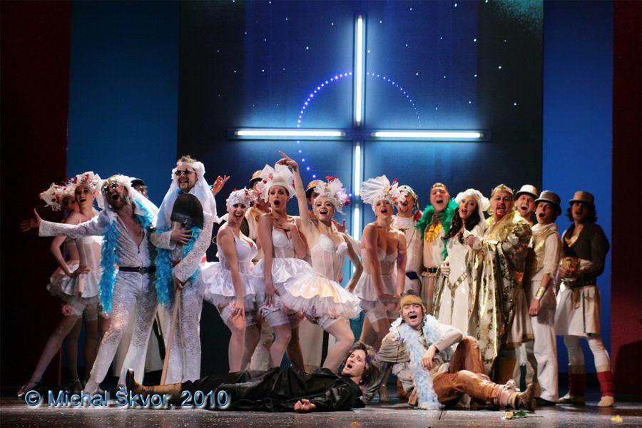 http://www.musicalnet.cz/images/Muzikaly/foto/Spamalot/generalka/MS10C-017498.jpg